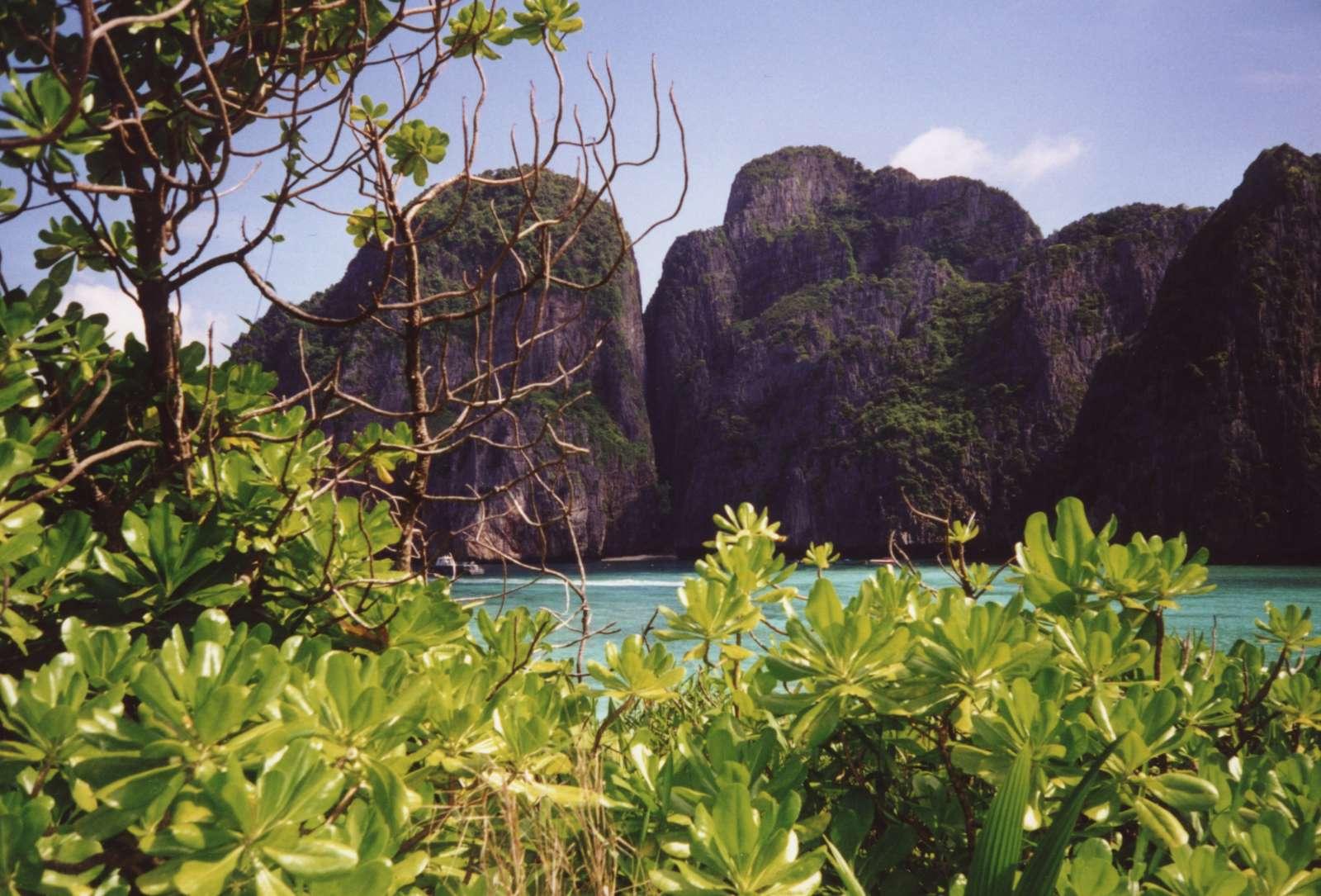 Ko Phi Phi Lee, yang digunakan untuk film The Beach