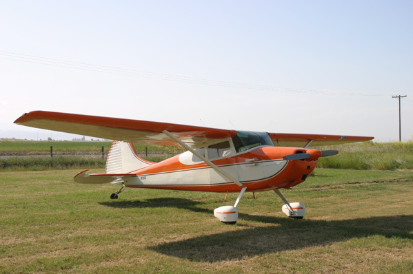 https://i2.wp.com/upload.wikimedia.org/wikipedia/commons/0/0f/Cessna170B_orange.jpg