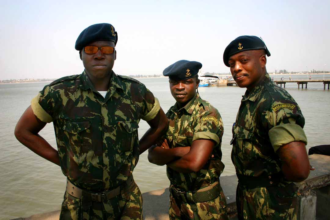 https://i2.wp.com/upload.wikimedia.org/wikipedia/commons/0/0f/Mozambique_army_personnel.jpg