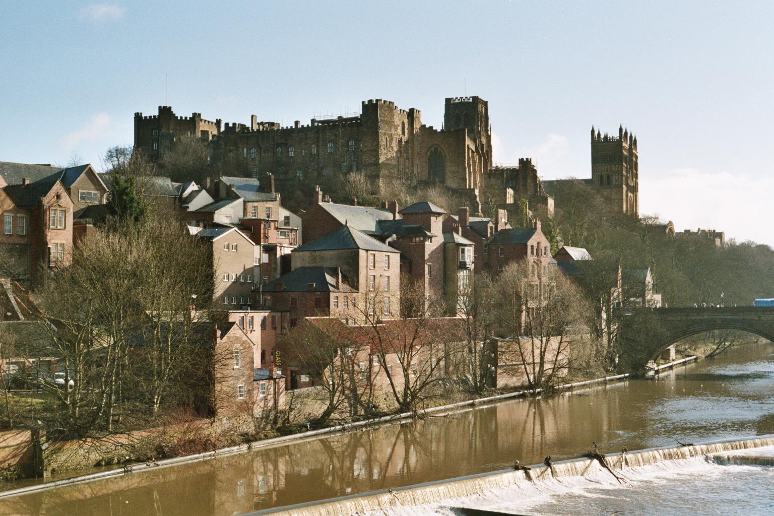 https://i2.wp.com/upload.wikimedia.org/wikipedia/commons/1/11/Durham_castle.jpg