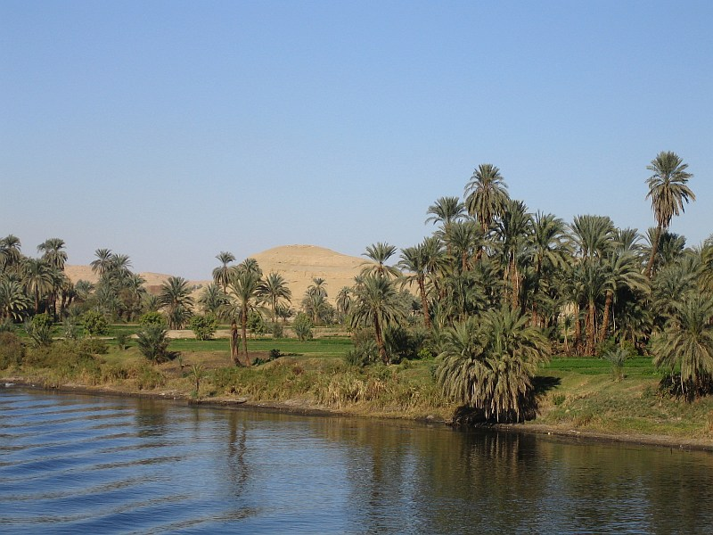 View of the River Nile, from a cruiseboat, bet...
