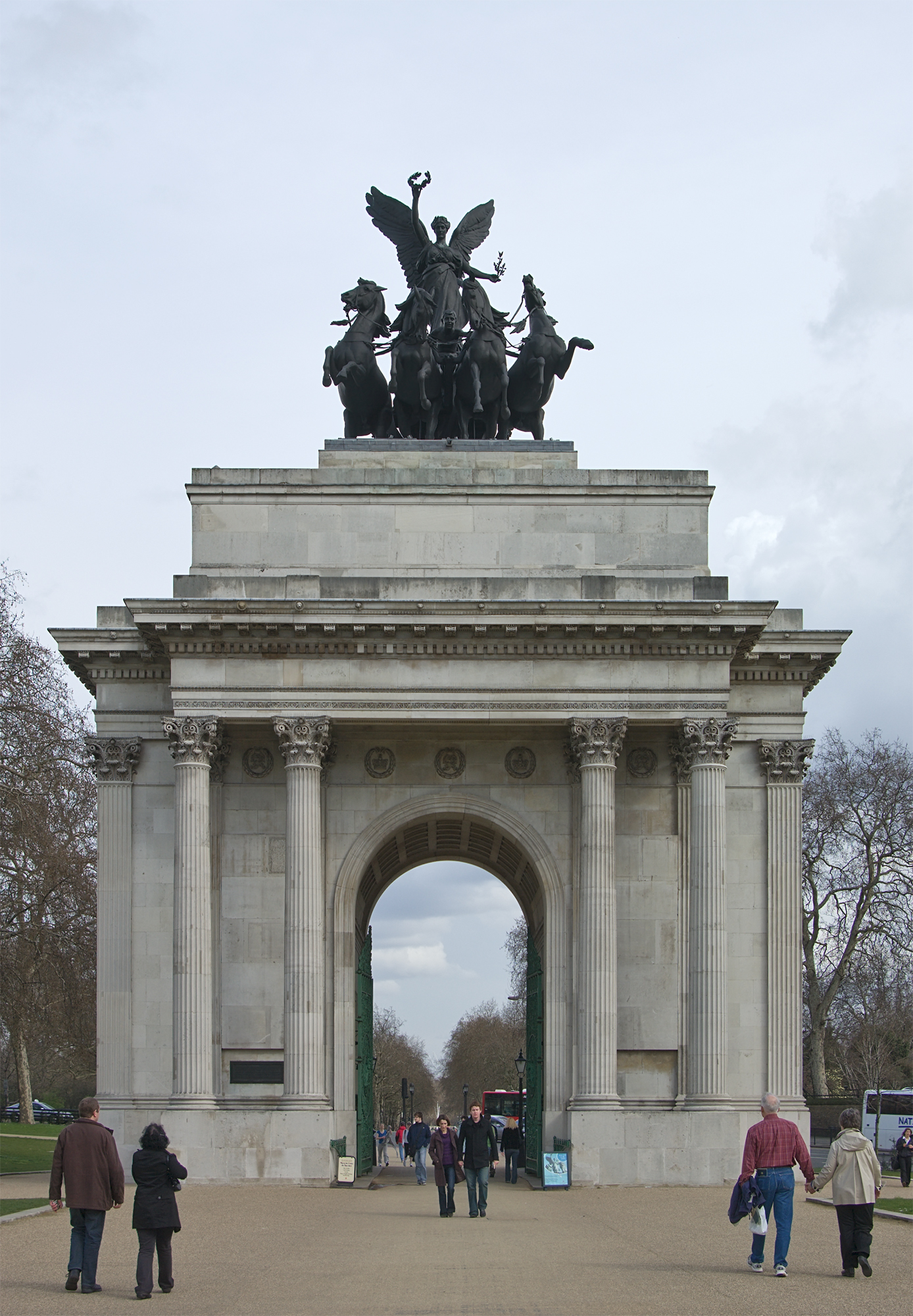 https://i2.wp.com/upload.wikimedia.org/wikipedia/commons/1/12/Wellingtonarch2008.jpg