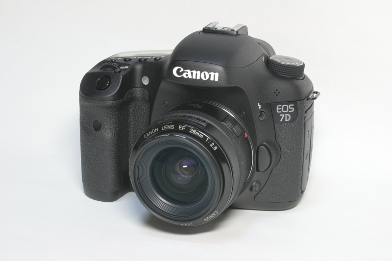 English: Canon EOS 7D with EF 28mm f/2.8 日本語: ...