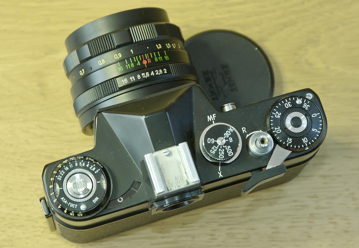 Photocamera Zenit EM (6862587703).jpg