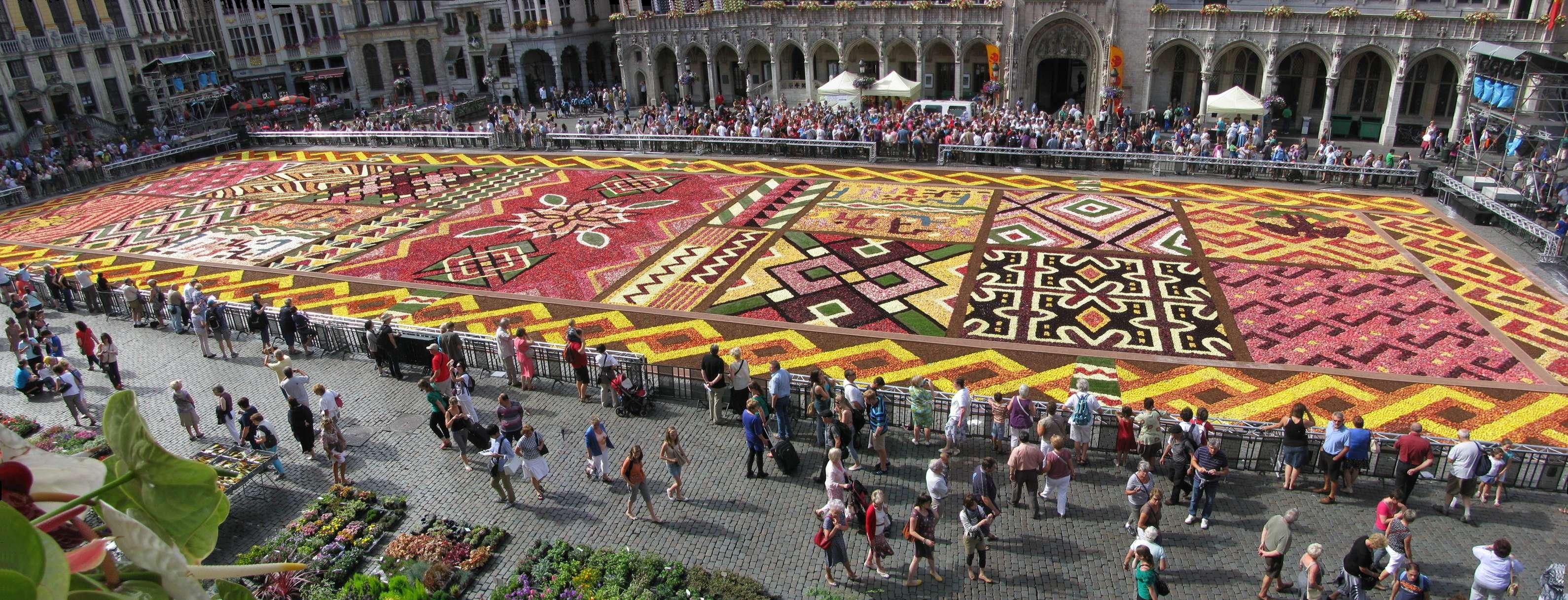 https commons wikimedia org wiki file bruxelles grand place tapis de fleurs en 2012 panoramio jpg