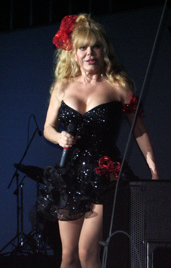 https://i2.wp.com/upload.wikimedia.org/wikipedia/commons/1/15/Charo_black_dress.jpg