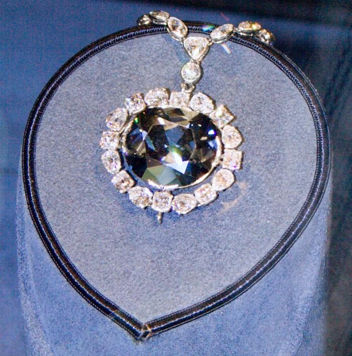 Resultado de imagen para Fotos del Diamante Hope, junto con otras joyas de la corona británica