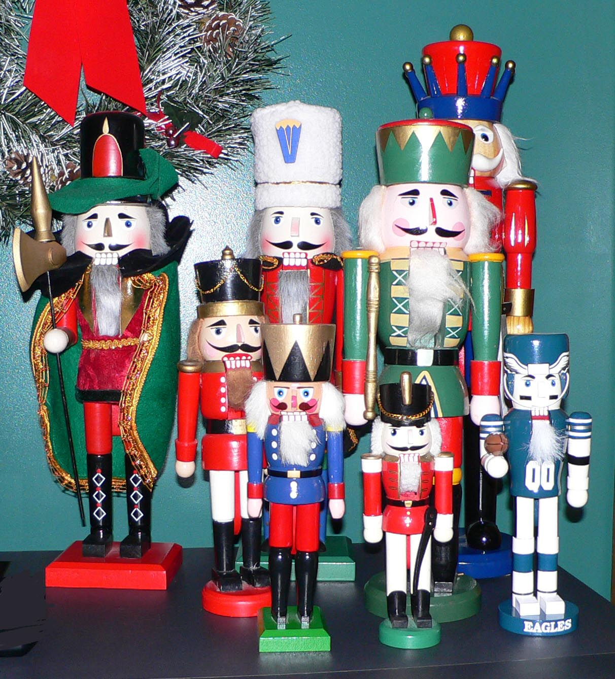 file nutcrackers jpg wikipedia the free encyclopedia
