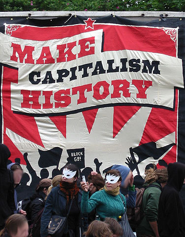 https://i2.wp.com/upload.wikimedia.org/wikipedia/commons/1/17/Make_Capitalism_History_Rostock_1.jpg