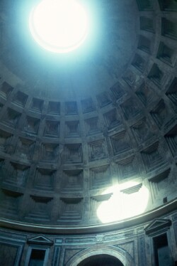 English: The Oculus in the dome of the Pantheo...
