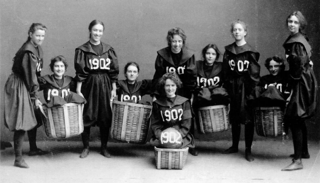 Time de basquete feminino do Smith College, class of 1902