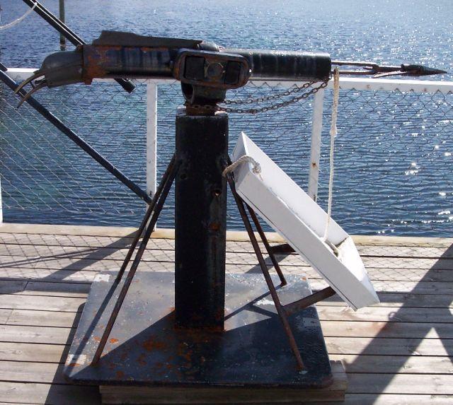 Berkas:Whaling harpoon.jpg