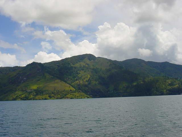 Berkas:Lake-toba.jpg