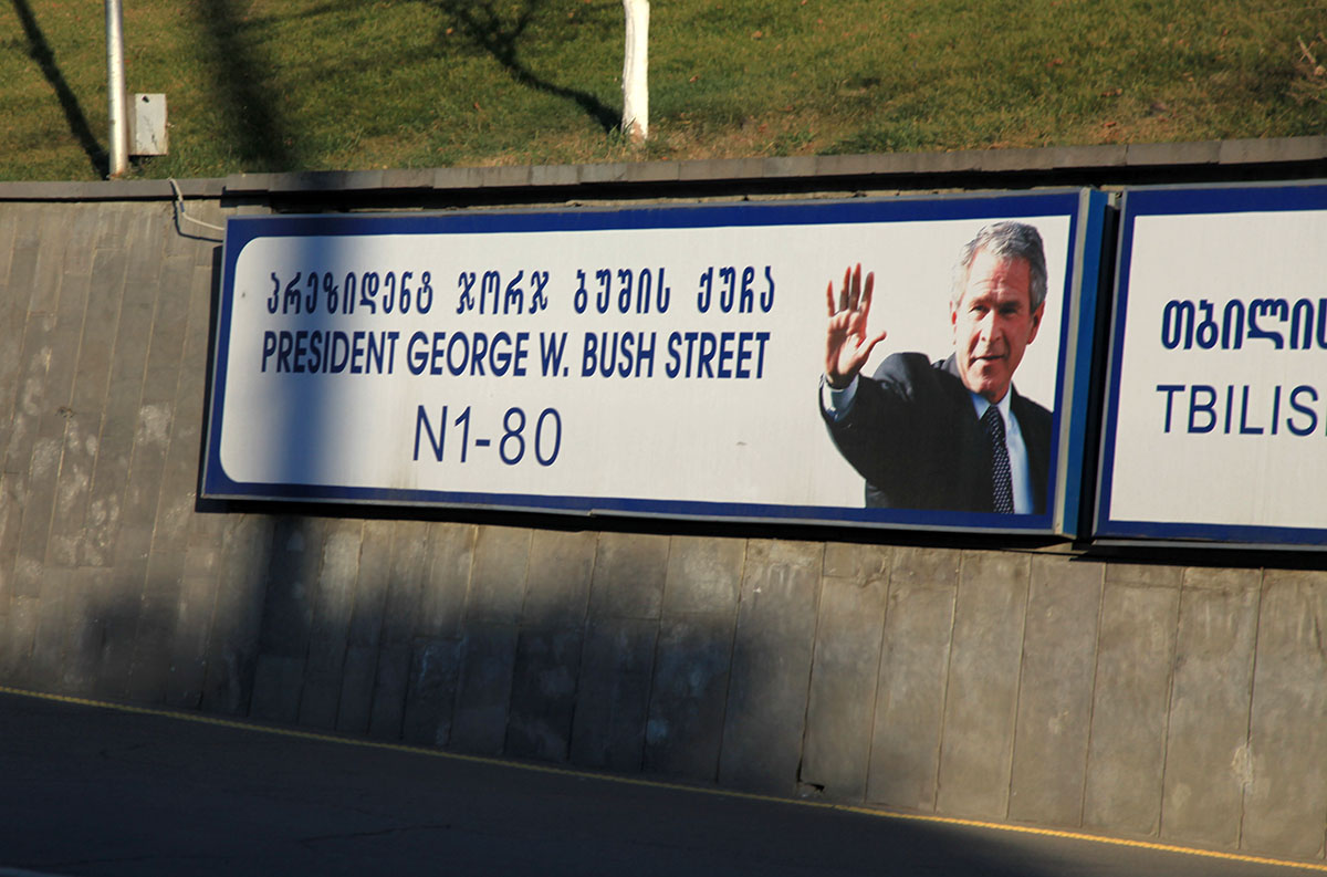 https://i2.wp.com/upload.wikimedia.org/wikipedia/commons/1/19/George_W_Bush_St_Tbilisi_Georgia.jpg