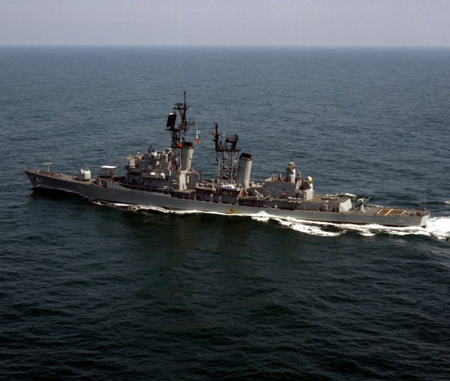 Fileuss King Ddg 41 Underway In 1987 Jpg