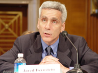 English: Photo of Jared Bernstein testifying t...