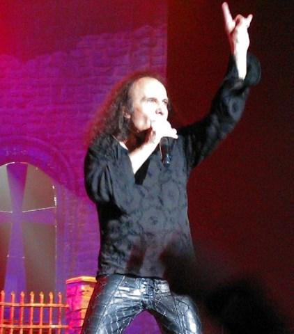 Dio throwing Horns.jpg