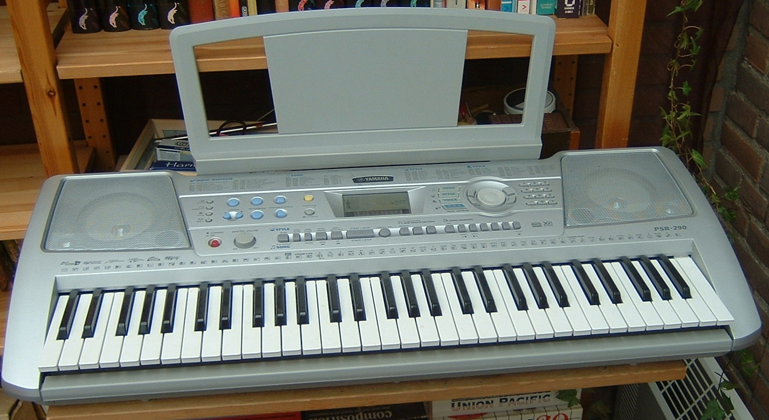 https://i2.wp.com/upload.wikimedia.org/wikipedia/commons/2/22/YamahaKeyboard.jpg