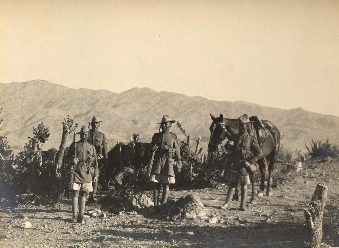 2nd/5th Royal Gurkha Rifles, frontiera indiana nord-occidentale, 1923. Immagine di dominio pubblico.
