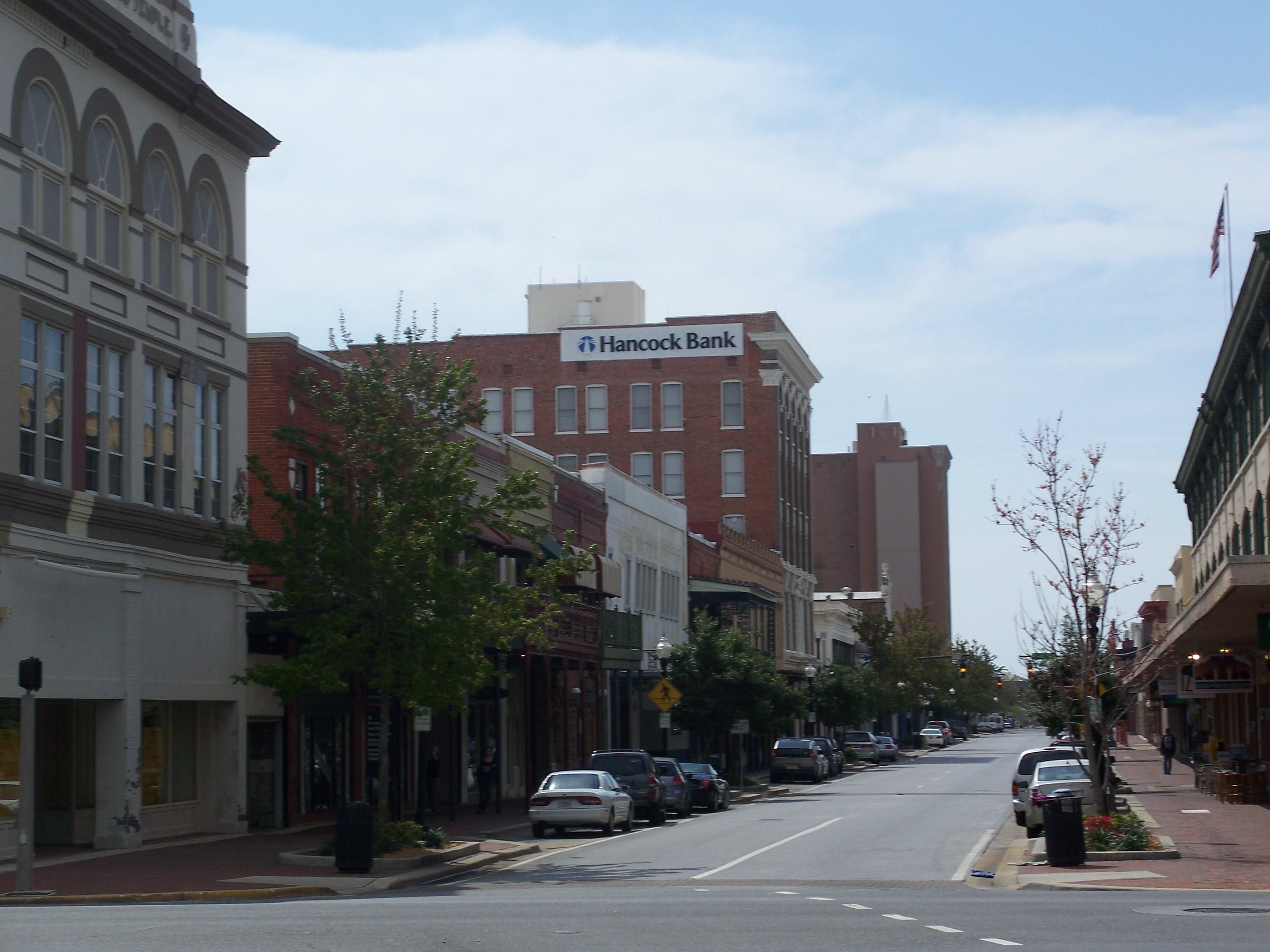 https://i2.wp.com/upload.wikimedia.org/wikipedia/commons/2/24/Pensacola_Palafox02.jpg