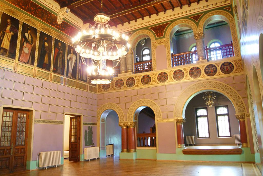 Castelul Cantacuzino, holul de onoare.jpg