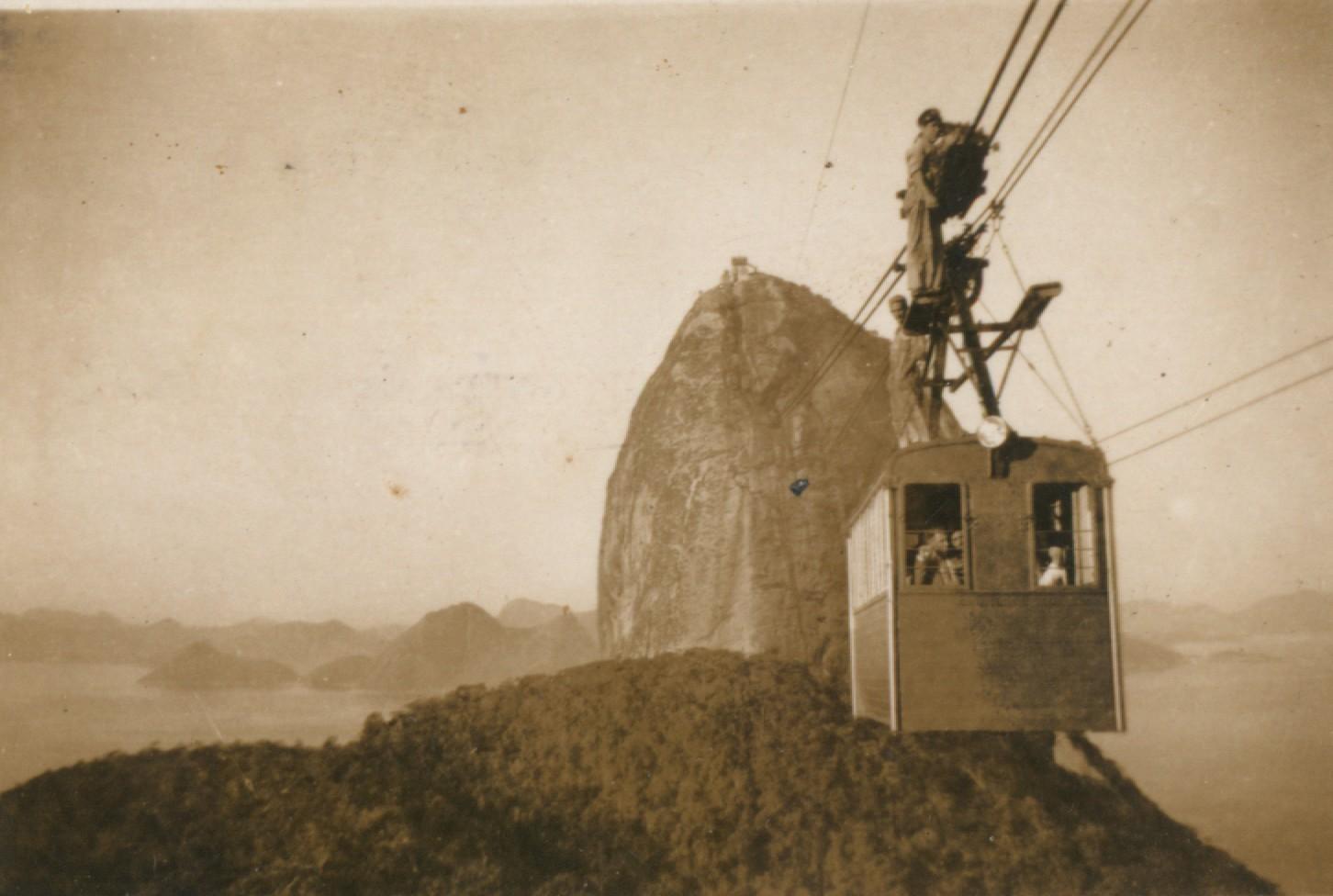 Operarios en el bondinho en 1940.
