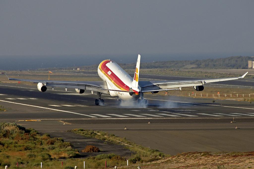 Aterizaje en pista de aeropuerto de Gran Canaria
