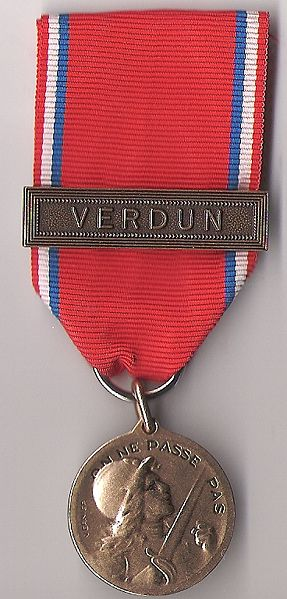 File:Médaille de Verdun du colonel Brébant (recto).jpg