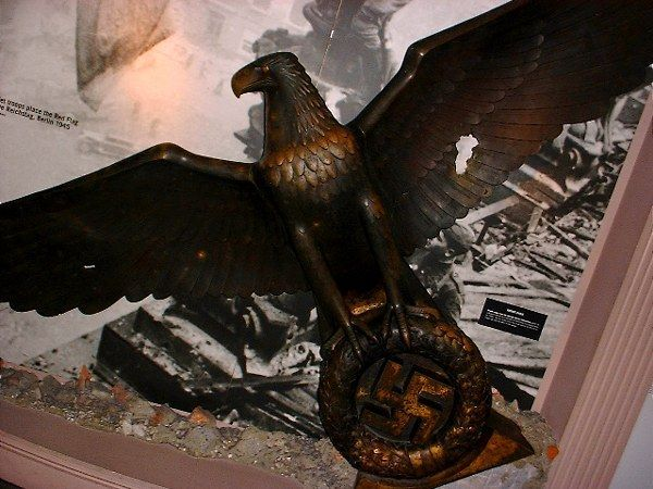 File:Bronze eagle from the german rechs chancellery.jpg