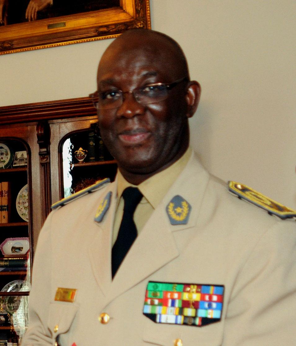https://i2.wp.com/upload.wikimedia.org/wikipedia/commons/2/2b/Abdoulaye_Fall.jpg