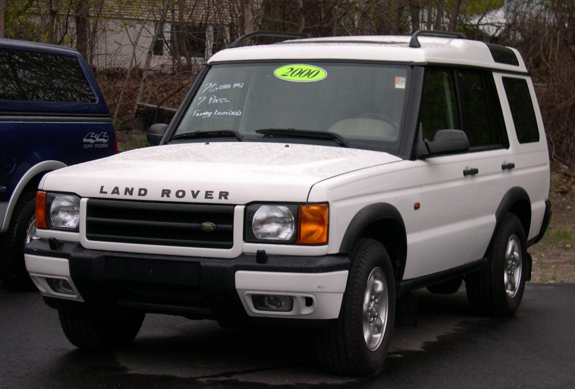 File 2000 Land Rover Discovery white Wikimedia mons