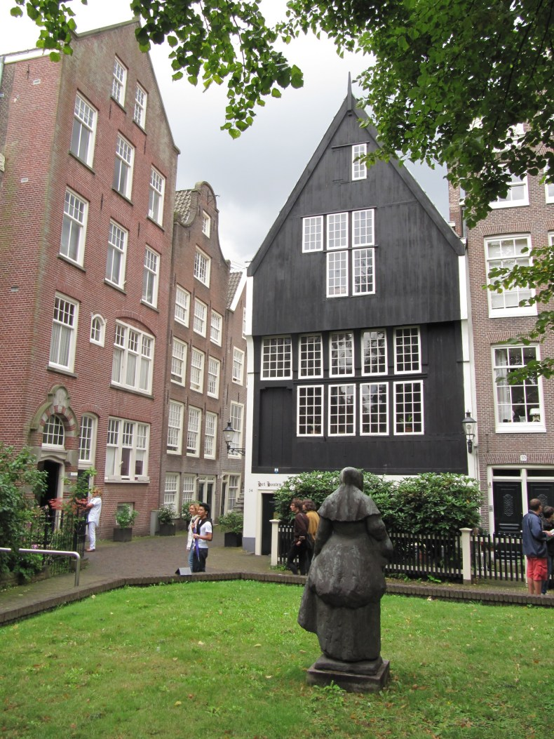 RM371 Amsterdam   Begijnhof 34 - 10 Things You Must Do In Amsterdam