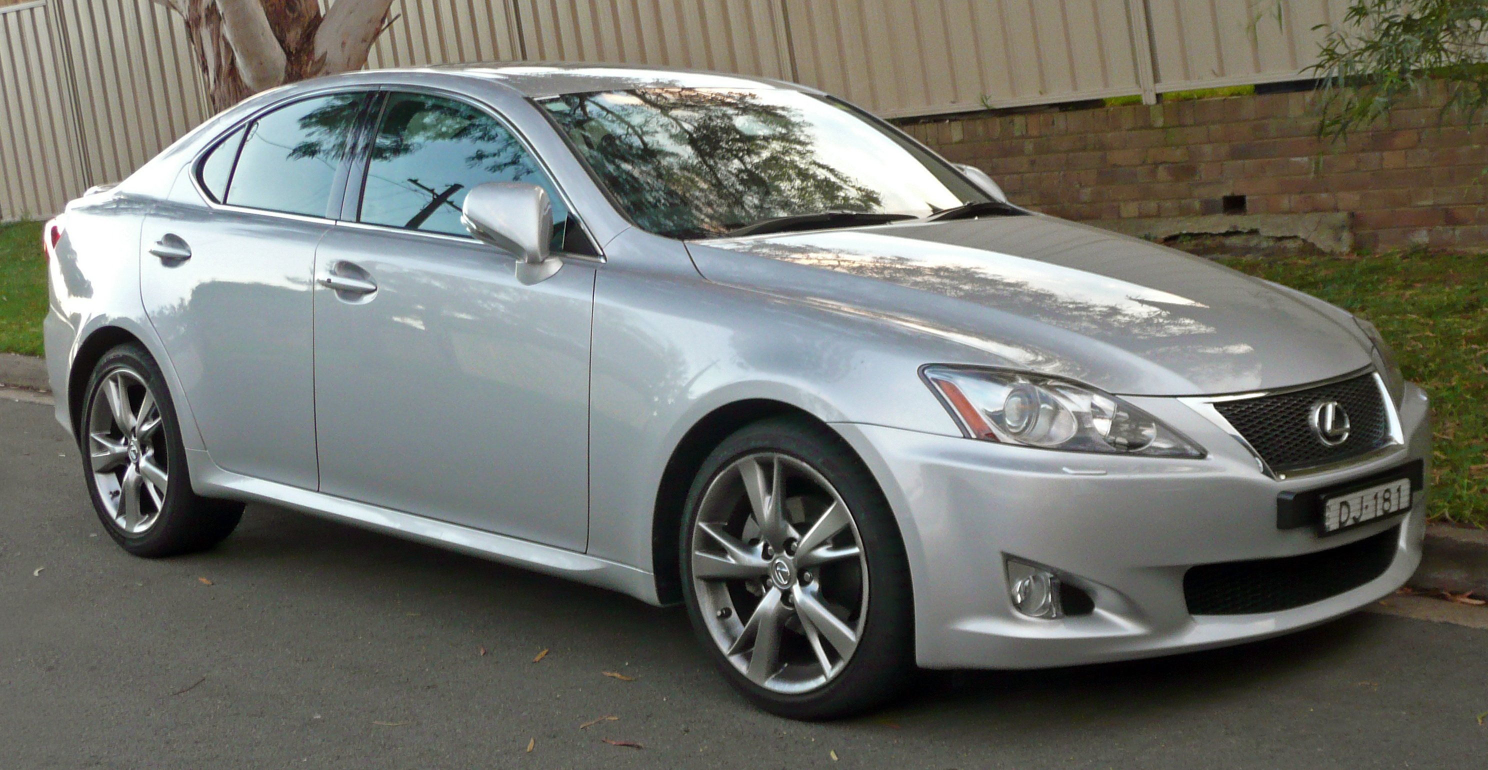 File 2009 Lexus IS 250 GSE20R Prestige with F Sport Package