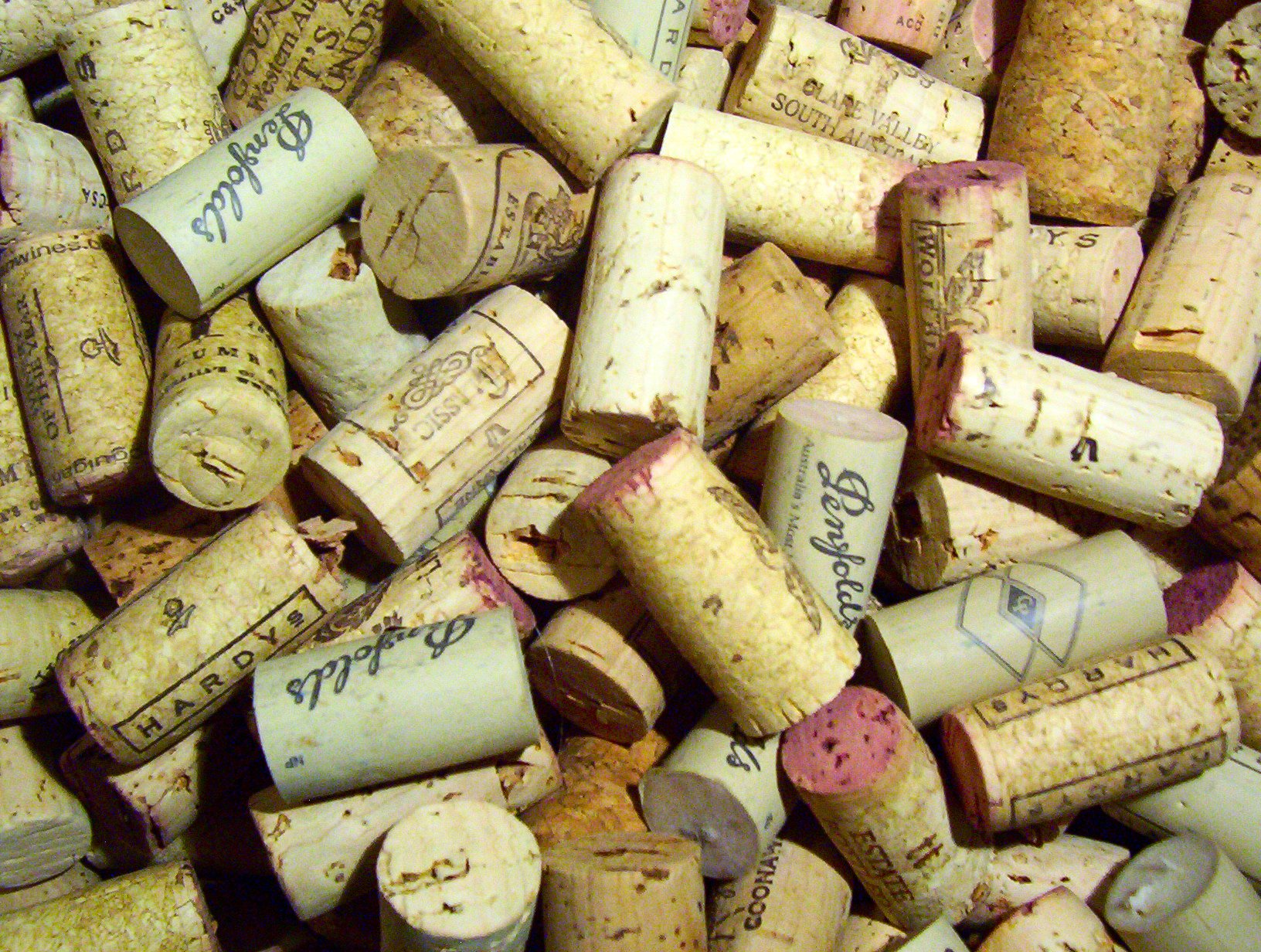 English: A picture, of corks, both synthetic a...