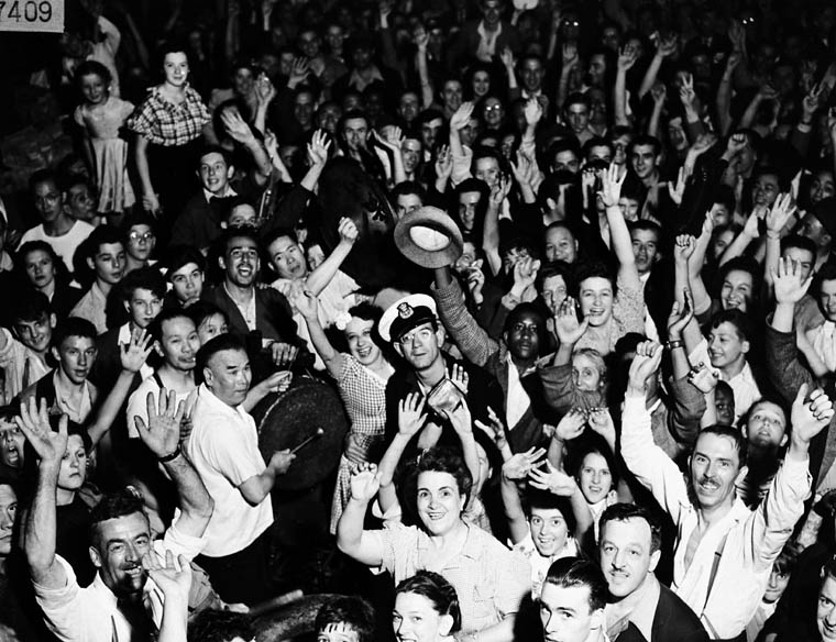 Black and white photograph of a crowd