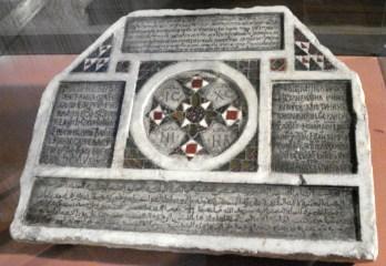 Iscrizione funebre quadrilingue