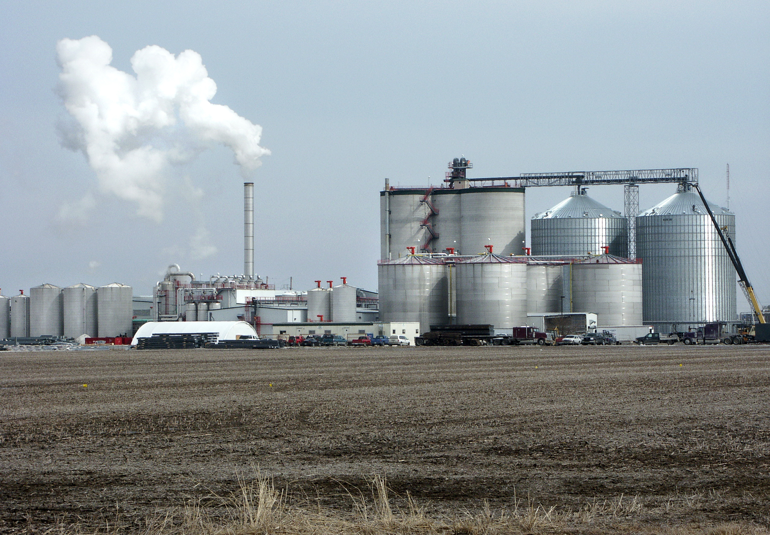 https://i2.wp.com/upload.wikimedia.org/wikipedia/commons/3/35/Ethanol_plant.jpg