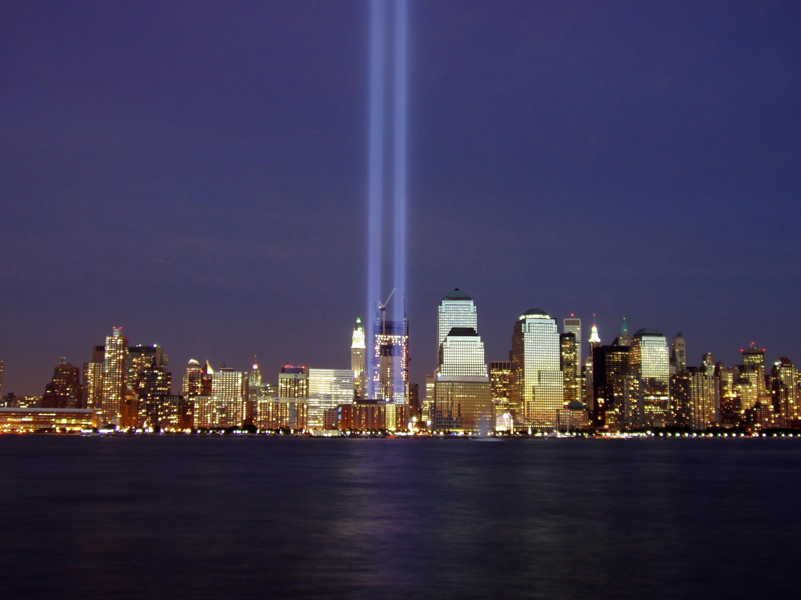 https://i2.wp.com/upload.wikimedia.org/wikipedia/commons/3/35/Wtc-2004-memorial.jpg