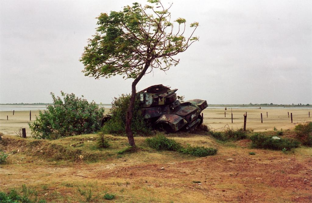 Elephant_Pass_rusting_tank.jpg