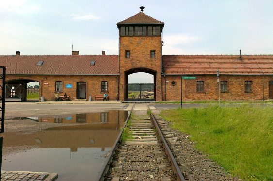 https://i2.wp.com/upload.wikimedia.org/wikipedia/commons/3/37/Birkenau_m%C3%BAzeum_-_panoramio_%28cropped%29.jpg?resize=563%2C373&ssl=1