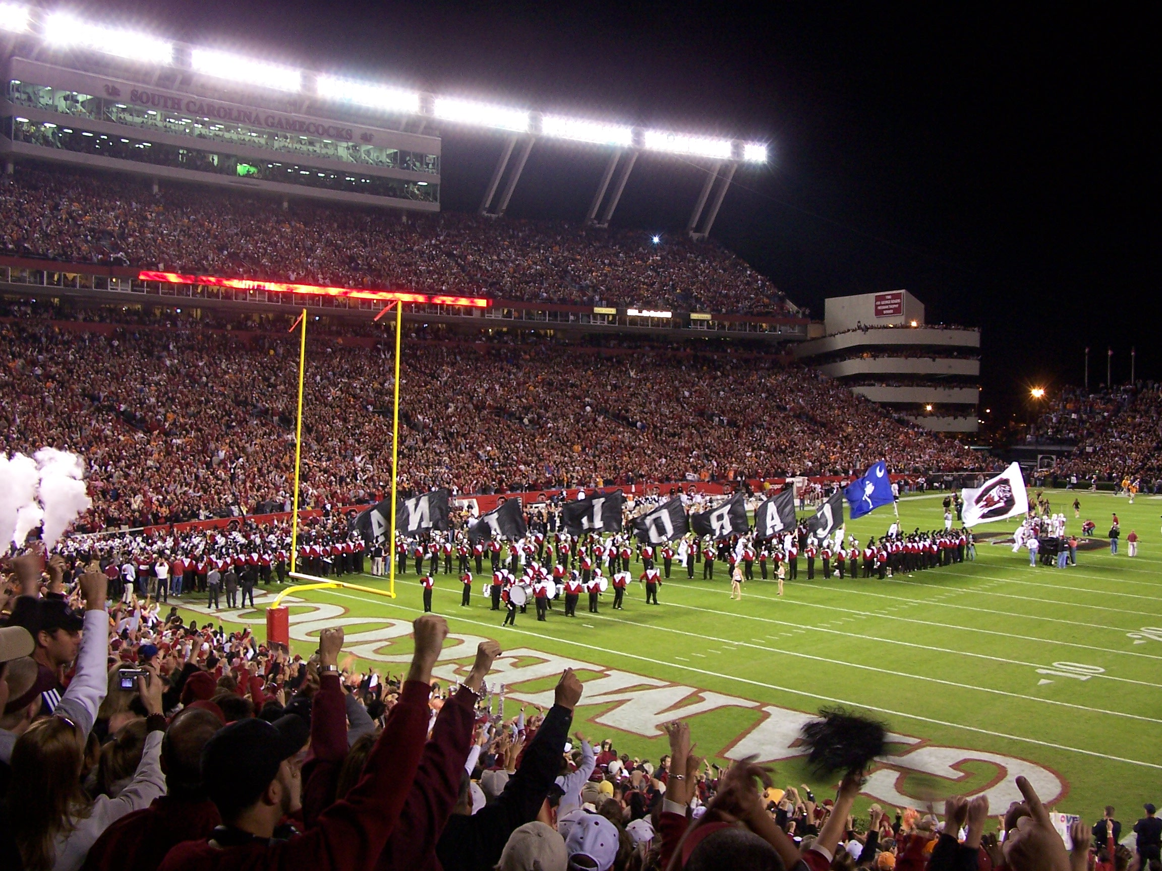 https://i2.wp.com/upload.wikimedia.org/wikipedia/commons/3/38/Williams-Brice_Stadium.jpg
