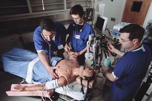 English: Anesthesiology students training with...