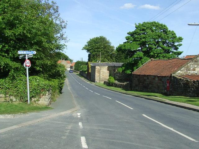 File:Main Road Aislaby - geograph.org.uk - 1327749.jpg - Wikimedia