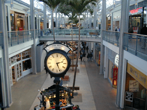 English: Mall of Columbia interior Photo by up...