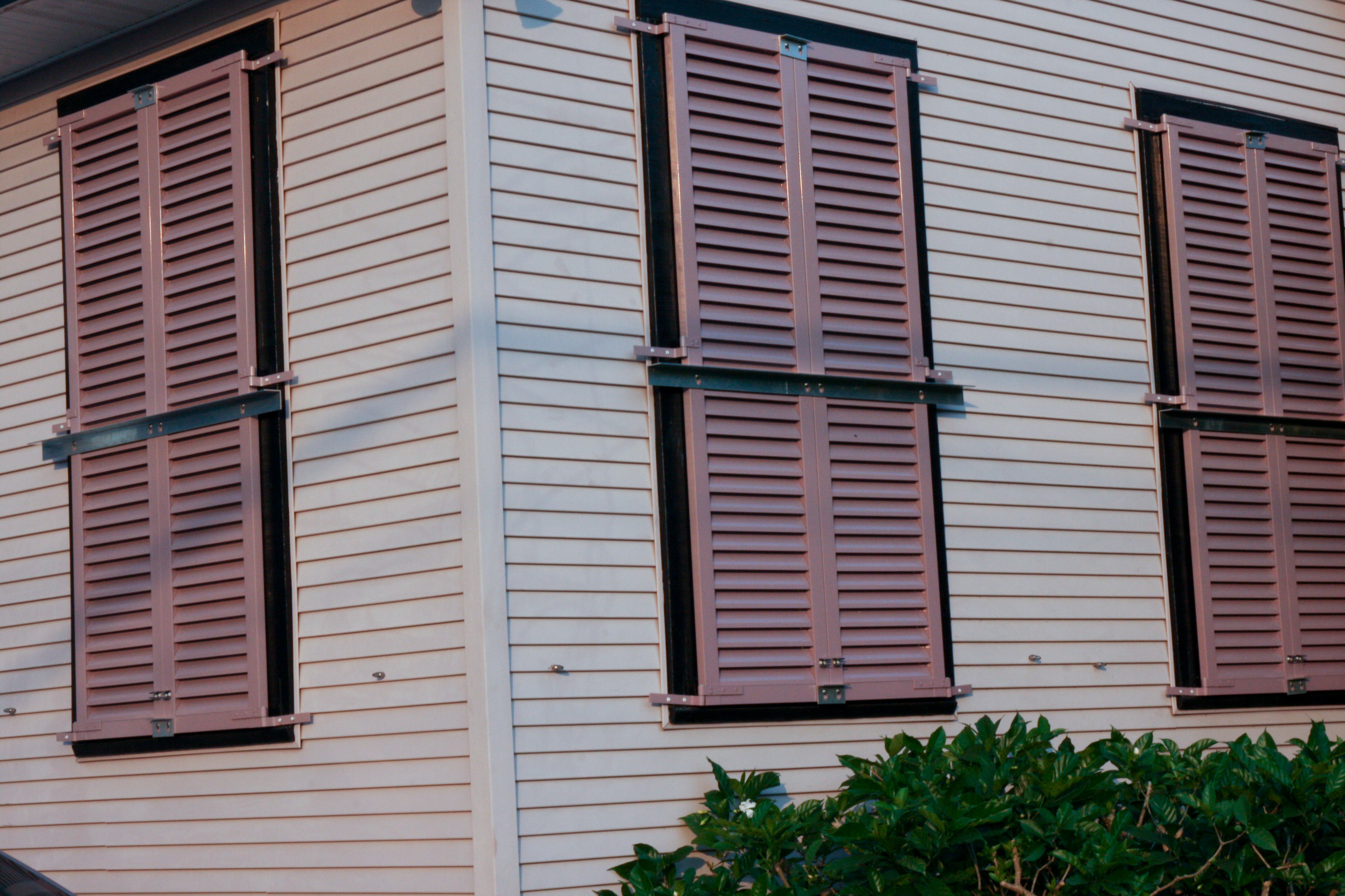 Description Shutters Locked in Preparation for Gustav New Orleans.jpg