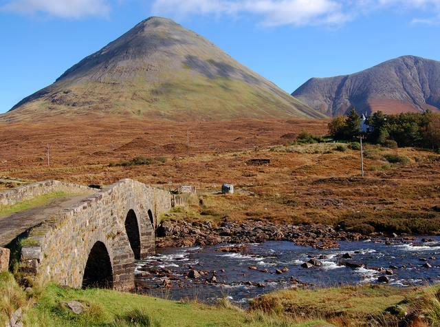 English: The old road bridge at Sligachan