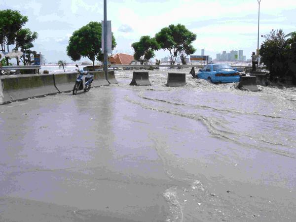 The 2004 Asian Tsunami disaster at Tanjung Tok...