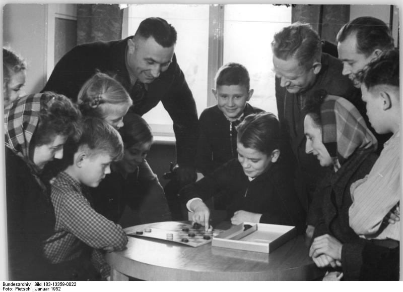 Bundesarchiv, Bild 183-13359-0022 / Pietsch / CC-BY-SA