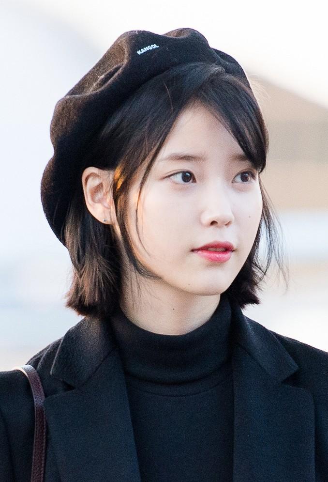 FileIU At Incheon Airport 6 January 2017 01jpg