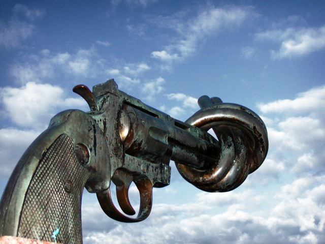 Carl Fredrik Reuterswärd non-violence sculpture